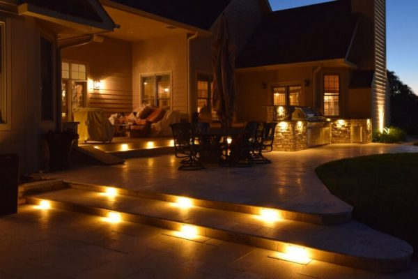 kenosha landscape lighting, kenosha exterior lighting, install lights outside kenosha