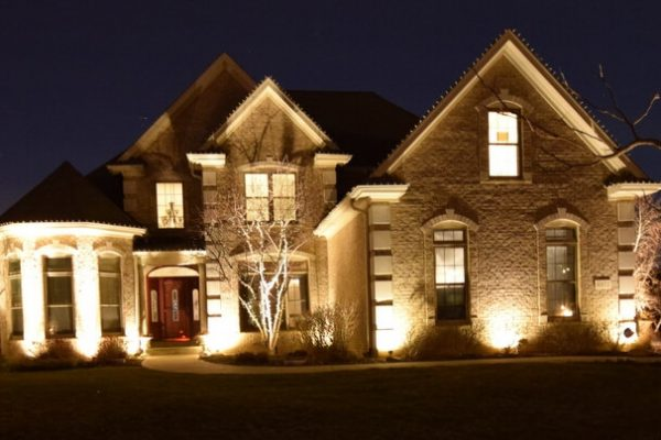 kenosha outdoor light installation, libertyville exterior lighting, landscape lighting lake bluff