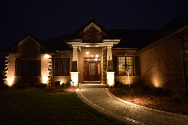 porch lighting, accent lighting, mikes landscape lighting wisconsin