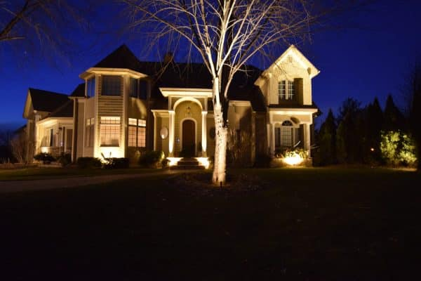 mikes landscape lighting, front lawn lighting