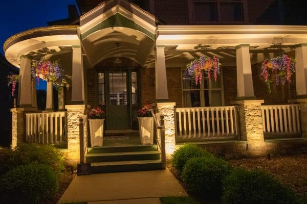 professional landscape lighting installation, mikes landscape lighting, outdoor lighting installation
