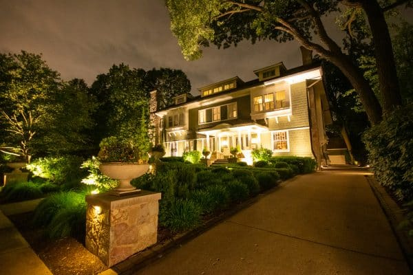 mikes landscape lighting, outdoor lighting kenosha, professional outdoor accent lighting