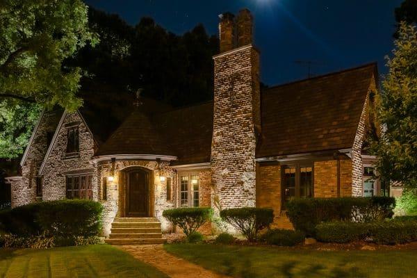 outdoor lighting, mikes landscape lighting, professional landscape lighting
