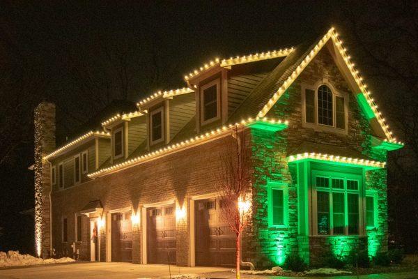 professional holiday lighting, mikes landscape lighting, christmas lighting