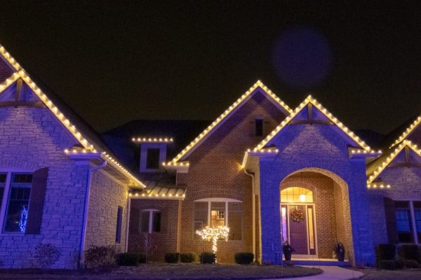 mikes landscape lighting, christmas lighting installation, outdoor holiday lights