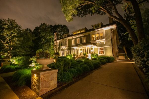 security lighting in chicagoland, mikes landscape lighting, security lighting experts in chicagoland